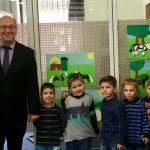 Kindergartenkinder beteiligen sich bei Malaktion