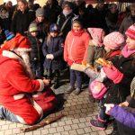 Nikolaus sorgt für strahlende Kinderaugen