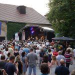 8000 schwarze Festival-Schafe