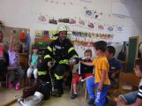 Die Feuerwehr zu Besuch bei der ev. Kita Schatztruhe