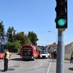 Smart kracht in Feuerwehreinsatzfahrzeug – Smartfahrer schwer verletzt