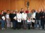 Landrat Stefan Dallinger gratuliert insgesamt 14 Mitarbeiterinnen und Mitarbeitern zum 25. Dienstjubiläum