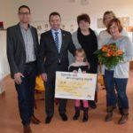 Kinderbetreuung an der Theodor-Heuss-Schule erhält Spende von dm-Drogeriemarkt