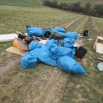 "Lkw-Ladung mit Müll auf freiem Feld ""entsorgt"""