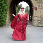 Adelheit von Oettingen erzählt die Geschichte der Burg Steinsberg