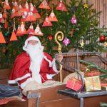 Traditioneller Weihnachtsmarkt  auf dem Kirchplatz