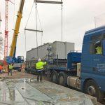 Der erste Gärrestkonditionierer für die neue AVR Bioabfallvergärungsanlage wird montiert