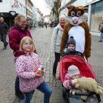 Der Osterhase kommt in die Fußgängerzone in Sinsheim