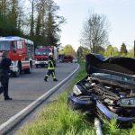 Ittlingen: Auto prallt gegen Laternenmast