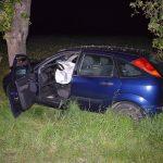 Epfenbach: Ford prallt auf L530 gegen Baum
