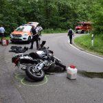 Sinsheim / Motorradfahrer alleinbeteiligt von Fahrbahn abgekommen / Schwer verletzt