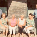 Rohrbacher Landfrauen stiften Sitzbank vor der Verwaltungsstelle Rohrbach