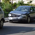 Sulzfeld: Von Sonne geblendet – in geparktes Auto geprallt