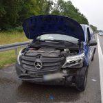 Kleintransporter nach Reifenplatzer auf A6 bei Bad Rappenau verunglückt