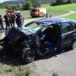Schwerer Verkehrsunfall auf B 292/B 39; zwei Personen an Unfallstelle verstorben