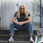 Sven Hieronymus als Rocker vom Hocker im Autokino Speyer