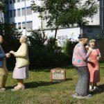 Skulpturen regen zum Dialog an