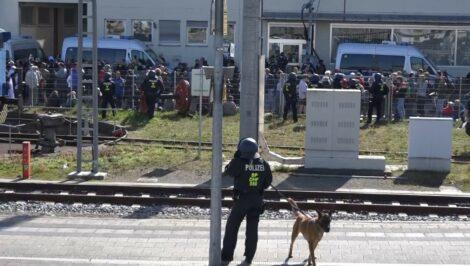 Großaufgebot von Polizei im Einsatz nach Corona-Demo